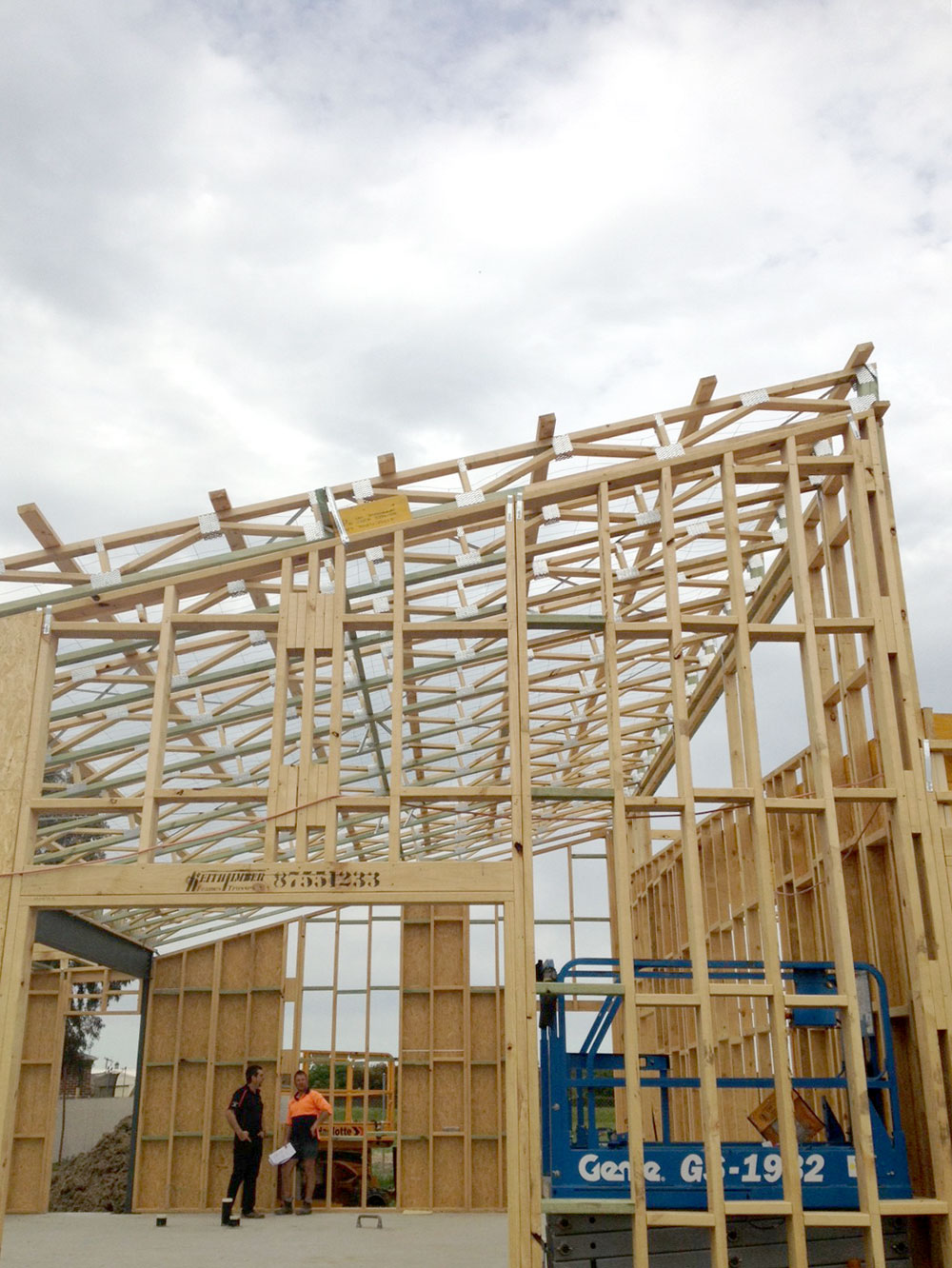 keith_timber_trusses_on_site2